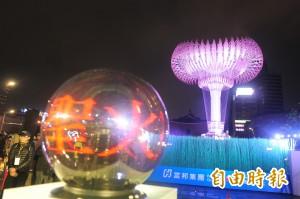 台北燈節第2天 世大運聖火台助陣造勢