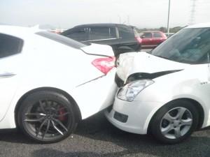 20歲駕駛臉都綠了!國產小車追撞瑪莎拉蒂、法拉利