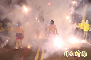 竹南「炸邯鄲」 5萬門排炮熱鬧慶元宵