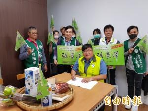 民進黨南市議員初選登記首日 一選區張豪澤搶頭彩