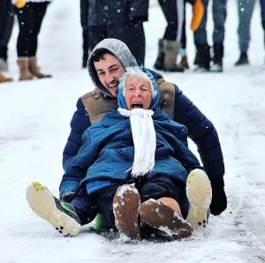 活到老玩到老!86歲雪橇嬤滑雪照被瘋傳