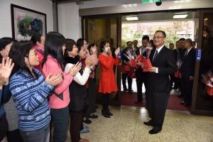 婦女節獻花傳遞祝福   警政署長呼籲社會關心婦女安全