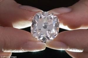 捷克國家博物館鬧烏龍 館藏鑽石、藍寶石攏係假