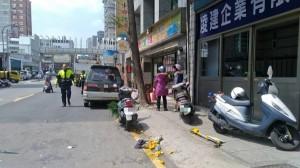 疑機車偏移到對向車道 7旬翁遭撞命危急救