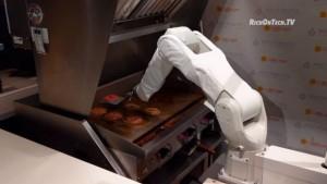 機器人煎肉排太慢 工作1天被「關掉」