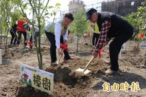 詩人吳晟推植生復育 污染農地種千棵樹