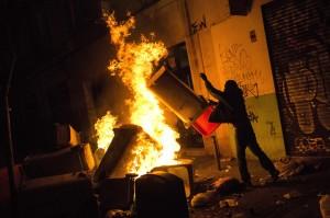 非裔小販被追捕猝死 馬德里移民社區掀暴動