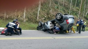 賞櫻出意外 阿里山公路休旅車翻覆4傷