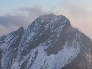 玉山3月雪 主峰線雪深10公分 無雪地裝備勿貿然登頂