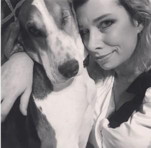 聞出皮膚癌? 女子被收養的流浪狗救了一命!