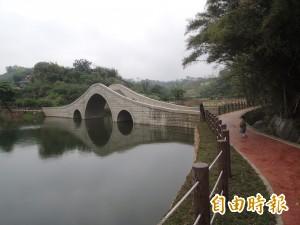 寶山「小西湖」秘境 詩意拱橋俯瞰台灣島