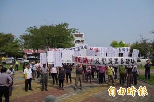 拒與豬場為鄰 近百大埤鄉民抗議