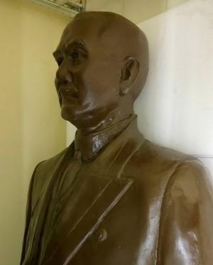 被拉倒的孫文銅像何處去? 南市議員提議放美術園區