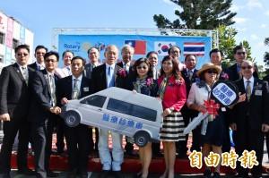 國際扶輪社聯手送暖 320萬診療車捐給恆春醫院