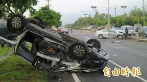 小客車逆向撞翻警車 花蓮6警與自小客駕駛受傷送醫