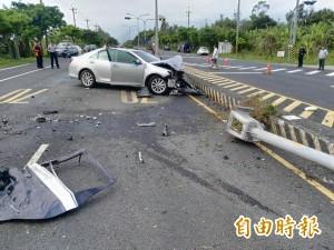 小客車撞分隔島 波及警備車釀6傷、2警重傷