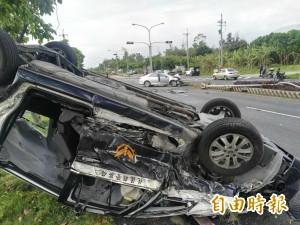花蓮警車被撞翻 6警與自小客駕駛受傷送醫