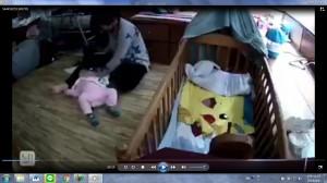保母地板拖拉8個月女嬰 家長心碎難接受