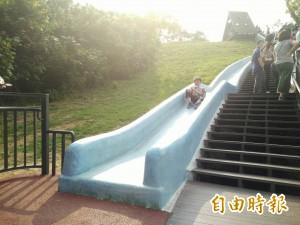新竹青青草原溜滑梯變長了!加到63公尺更好溜更安全