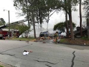 汽車失控撞民宅 毀天然氣管線釀氣爆5傷