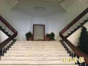 基隆市警局蔣介石銅像 今天凌晨撤除