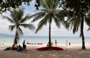菲觀光部長:降低觀光損失 長灘島封島擬縮為4個月