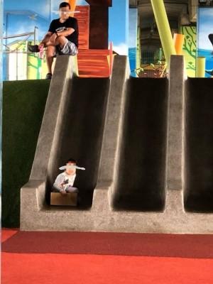 恐龍家長?女兒溜滑梯撞別人 竟反咬對方「待太久」