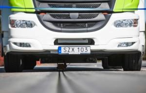 電動車邊開邊充電!瑞典架設全球首條電氣化道路