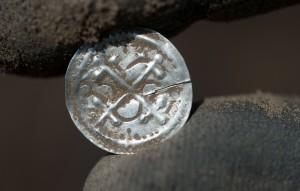 13歲少年挖到寶 維京時代傳奇「藍牙王」寶藏找到了!