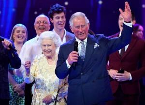 70歲查爾斯賀壽台上叫「媽咪」 融化92歲英女王