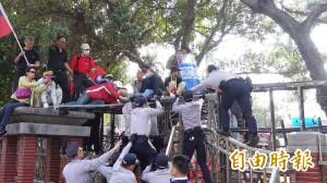 反年改抗議濺血!傳八百壯士成員衝突中割斷手指