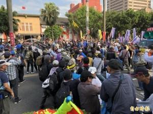 反年改八百壯士爆走衝立院  范世平批:自取其辱
