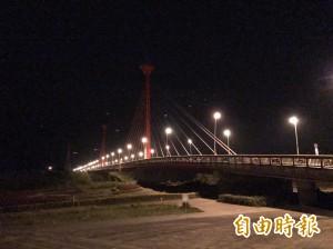 苗栗市地標新東大橋 終於要亮了