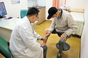醫病》小腿突發紅腫痛硬塊 原來是靜脈血栓炎
