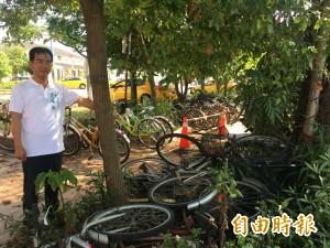 斗南火車站前人行道 成為腳踏車墳場