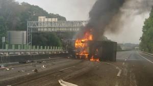 國3北上嘉義中埔段車禍封閉 車流行駛路肩堵塞逾3小時