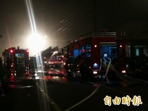 敬鵬惡火樓塌機具垮 4消防員遭壓住待援