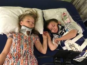 遇車禍父母雙亡... 受傷姊弟醫院相聚「雙手緊握」惹哭網友