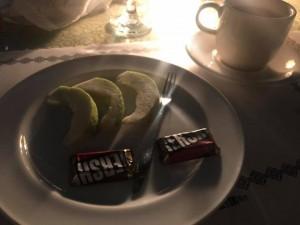 1200慶生餐甜點竟是芭樂切片+巧克力 他崩潰直呼:超猛!