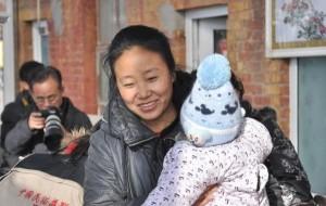她收養逾百棄嬰感動很多人 現被查獲拐賣兒童、勒索敲詐