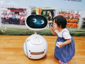 高雄監理所推出Zenbo機器人 宣導「交通安全」