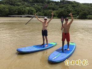 SUP世界冠軍選手青草湖表演划槳  挑戰360度迴轉花式