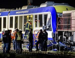 德國客運火車撞貨運列車 2死14傷