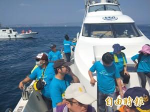 512志工基隆嶼淨灘放流魚苗 暑假重新開放