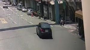 孕婦車禍遭轎車輾過 釀一屍兩命悲劇