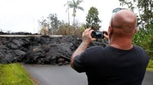 要拍不要命! 夏威夷「岩漿河」成最夯自拍景點