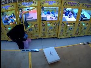 鐵剪破壞鎖頭30秒 羅東娃娃機大盜現蹤