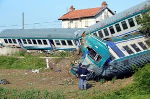 義火車出軌 乘客憶:四周一片黑暗...彷彿陷入地獄!