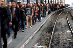 工會「間歇性」罷工影響450萬人 法鐵用這招補償乘客權益