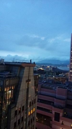 玩命闖16樓頂拍101大樓 3外籍遊客被警勸離